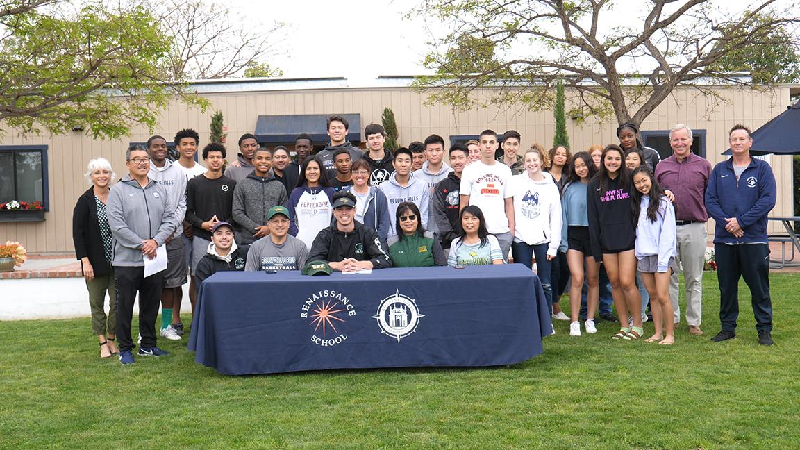 克里斯·K., 校队篮球运动员,伍德奖获得者, 和加州波莫纳签下了全额体育奖学金.