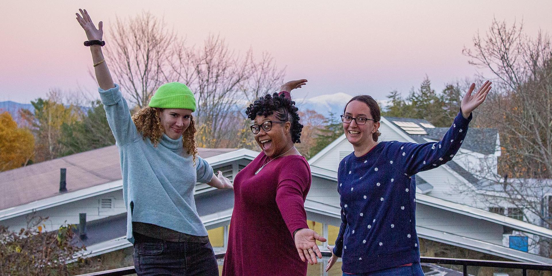 一群在2019年alumnae /i周末的女校友.