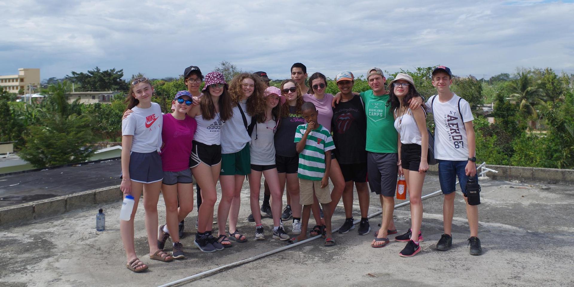 多米尼加共和国野外训练场的合影.