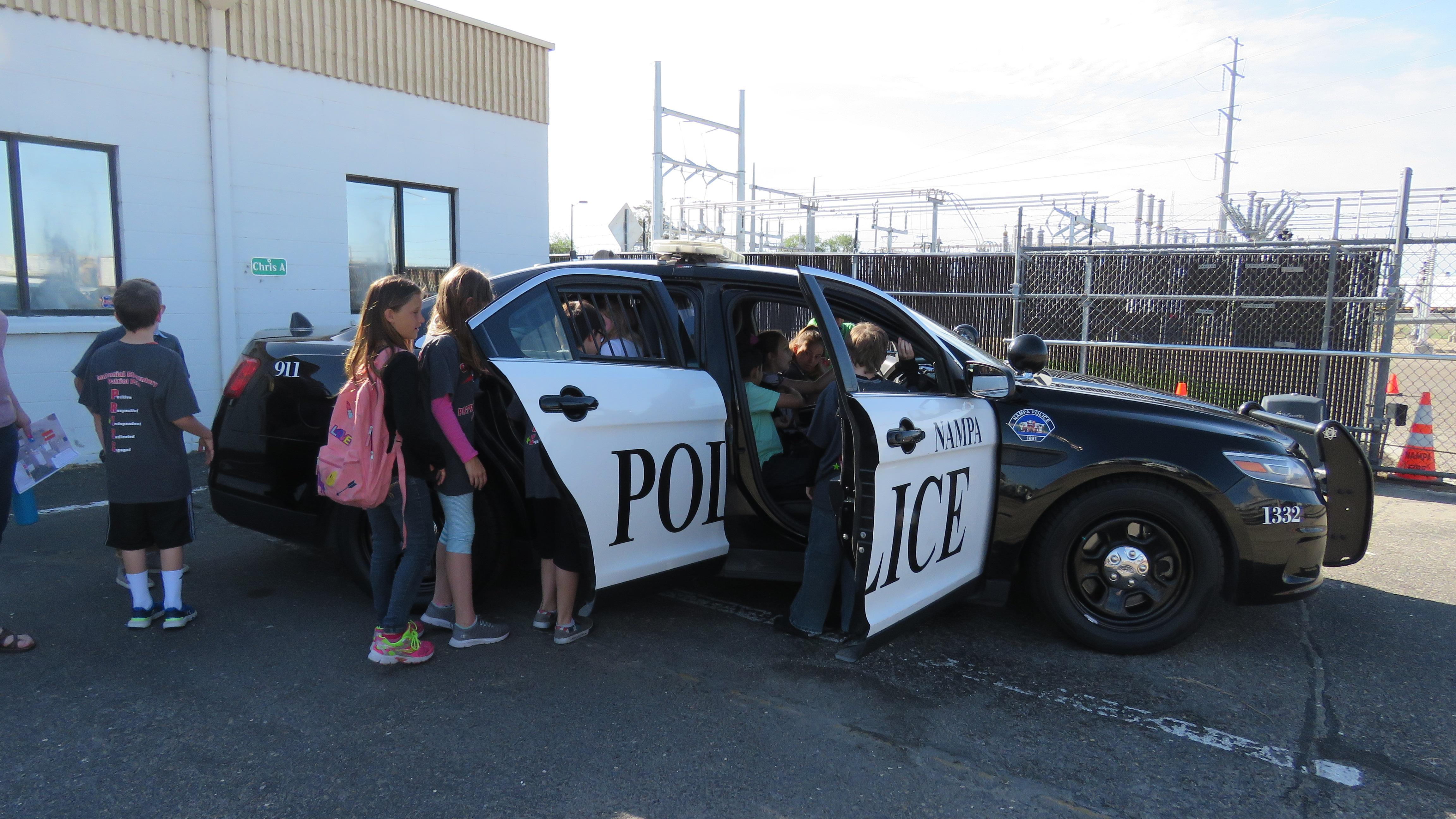 Kids check out a Nampa Police car