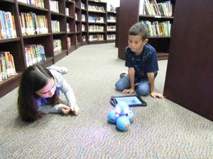 Second graders coding Dash.