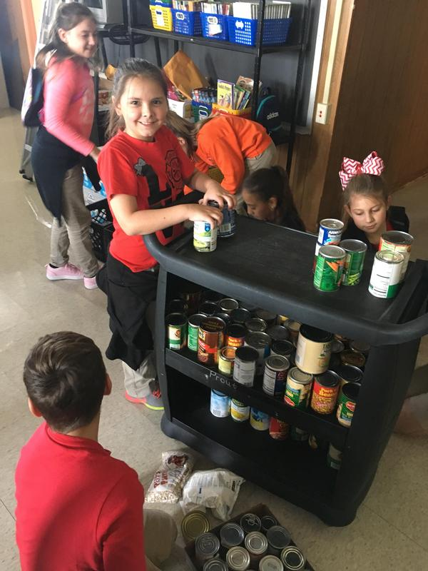 Student Council food drive 6.JPG