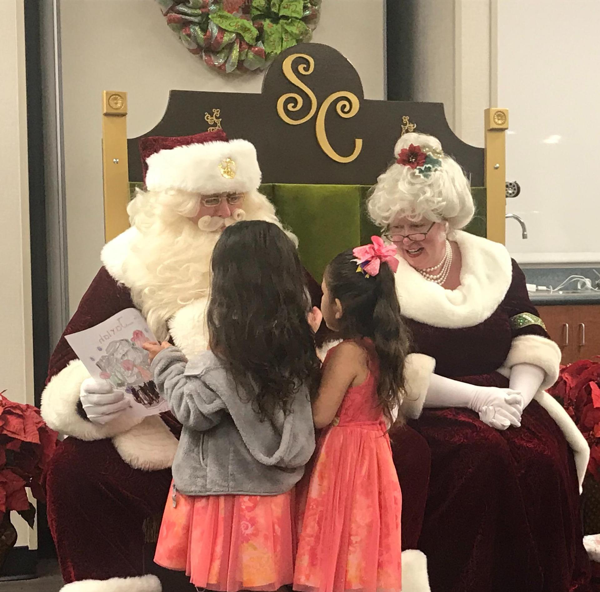 picture of selfies with santa event
