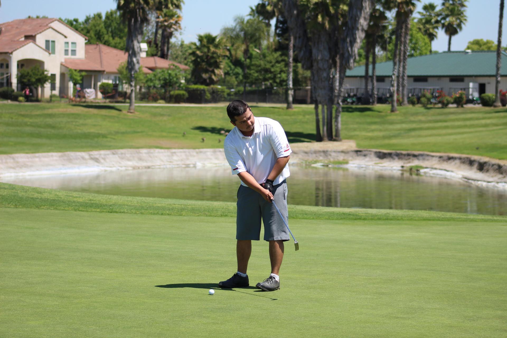Boys Golf practicing at Pheasant Run.