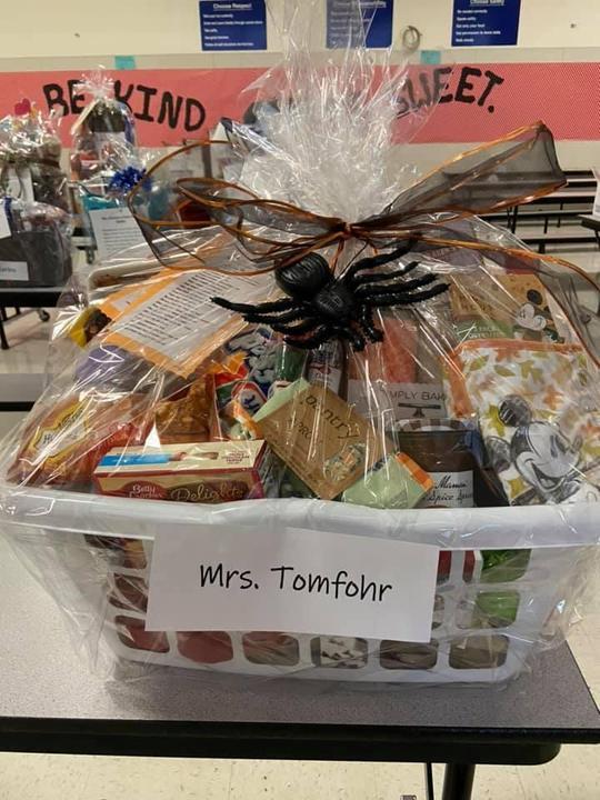 Mrs. Tomfohr's Spider Baking Basket