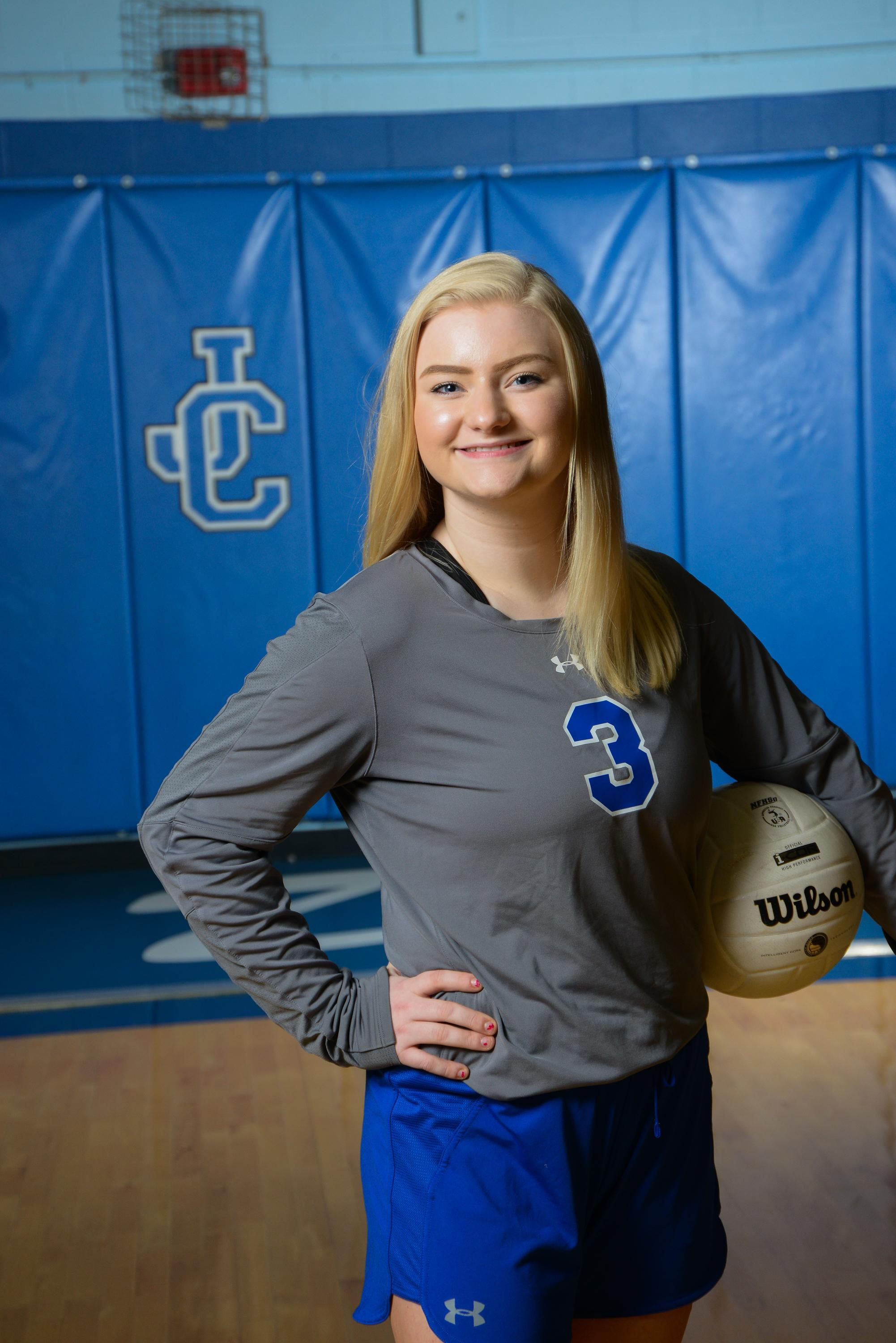 senior volleyball player Jaryn Scantland