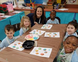 Daly's PRE-K Artists make Edible Colorwheels (7).jpg