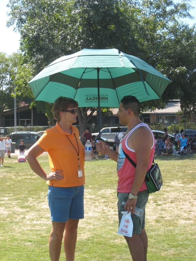 A parent and Marguerita staff during the PTA/ASB Community Building Picnic