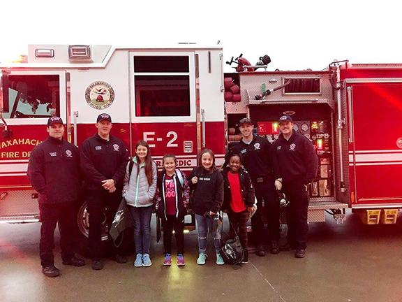 Felty Elementary students pose with firefighters and firetruck