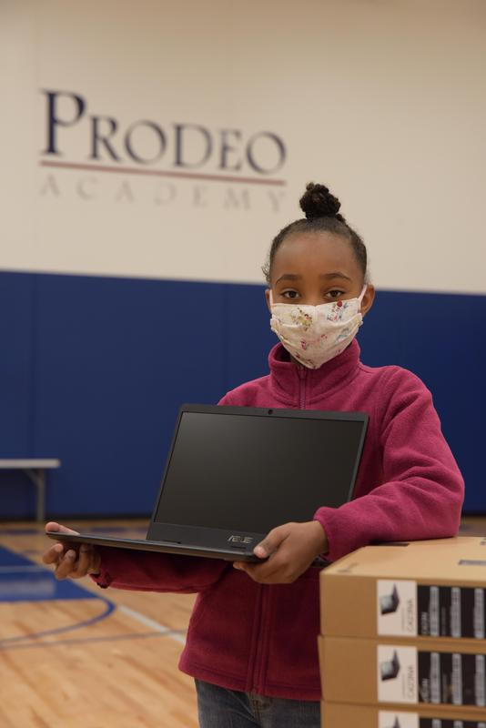 Prodeo Scholar with computer