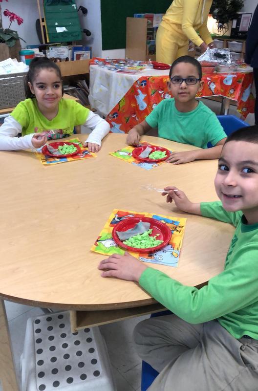 kids easting green eggs