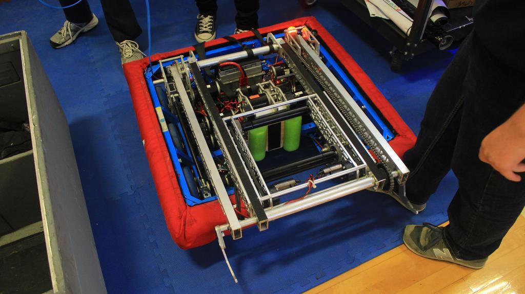 Main robot with launching mechanism