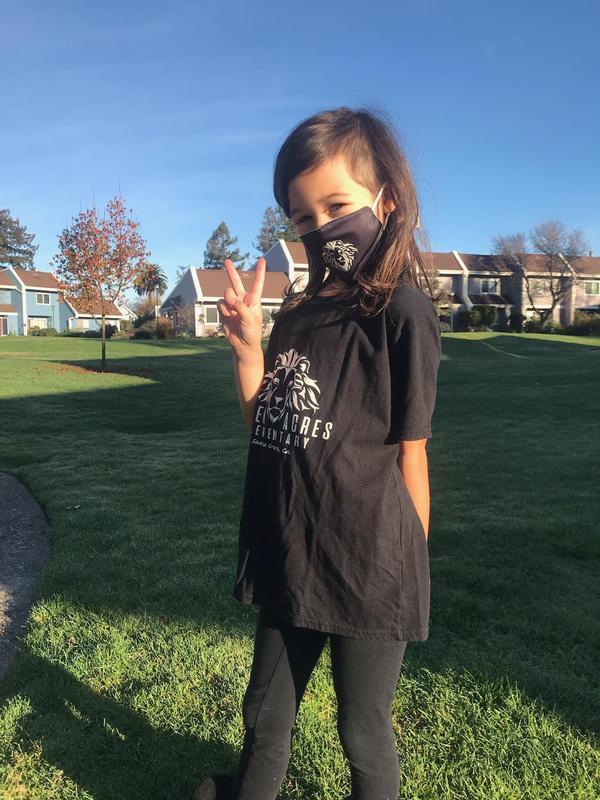 Student wearing GA shirt and mask.