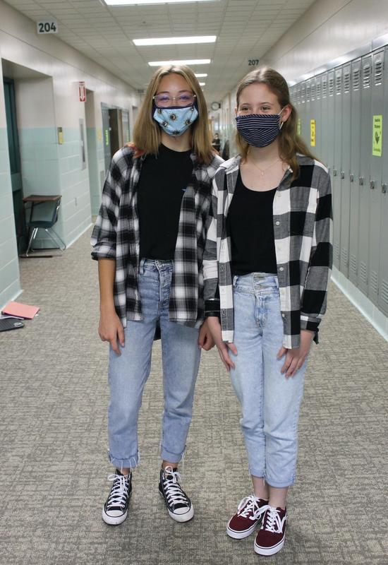 students dress alike on Twin Day