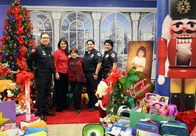 Image of Chief Perez with Edinburg High School Administrators