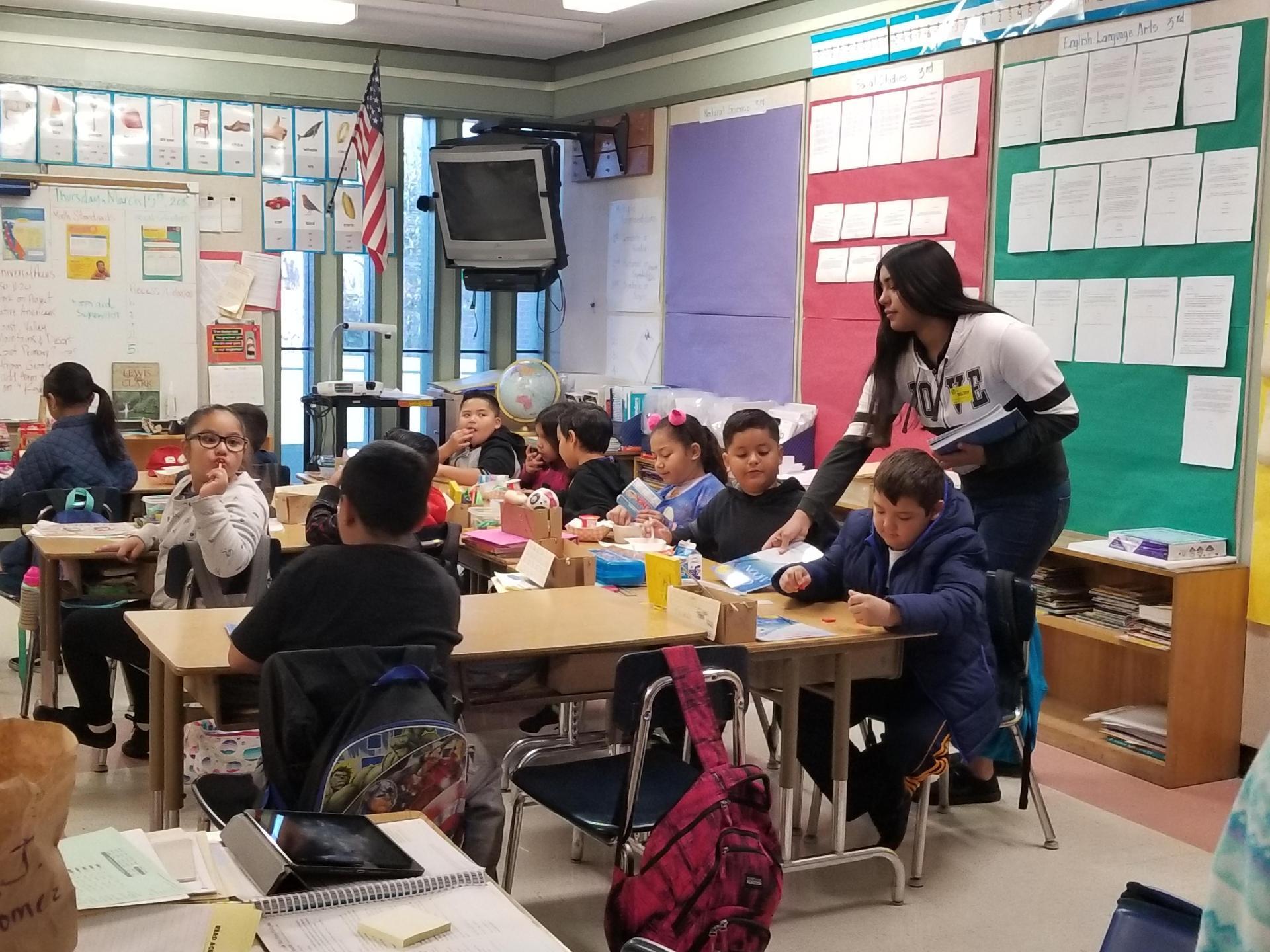 Reading to the kiddos at Neuva Vista!