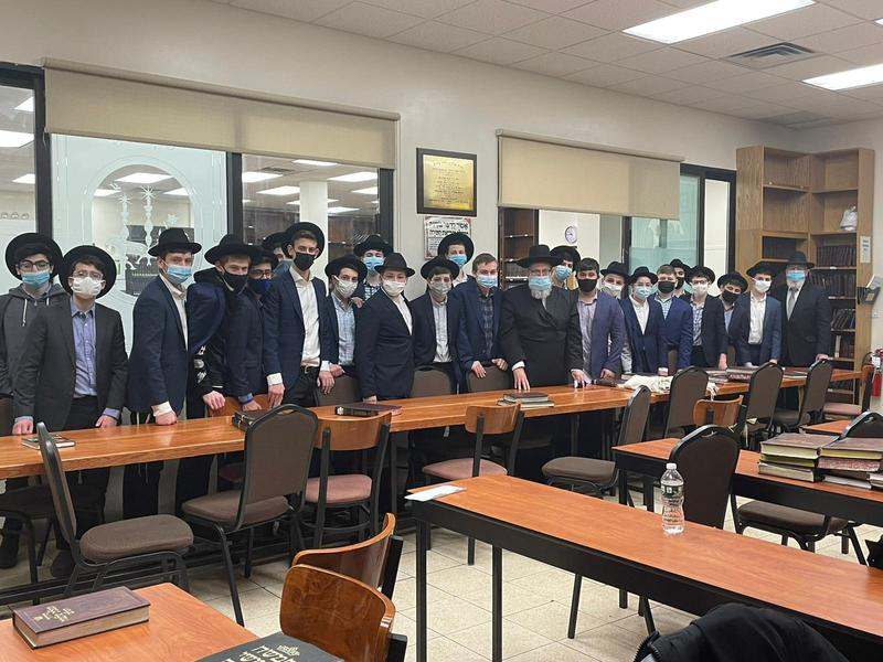 MAY 10th Grade Visits Tzaddikim in Brooklyn Featured Photo