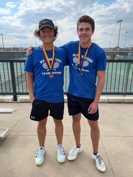 Roos With Winning Medals at a Tennis Tournament