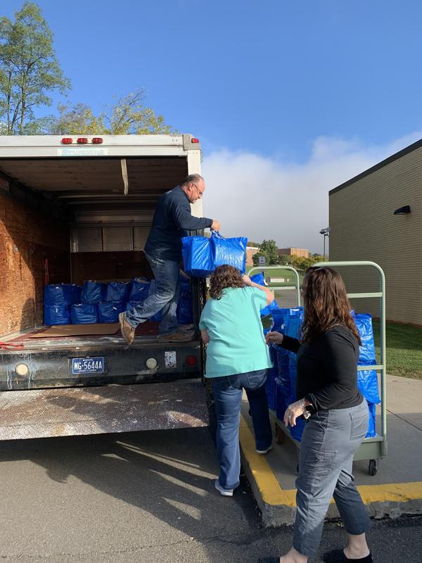 Kevin Bozman unloads food for CHOP