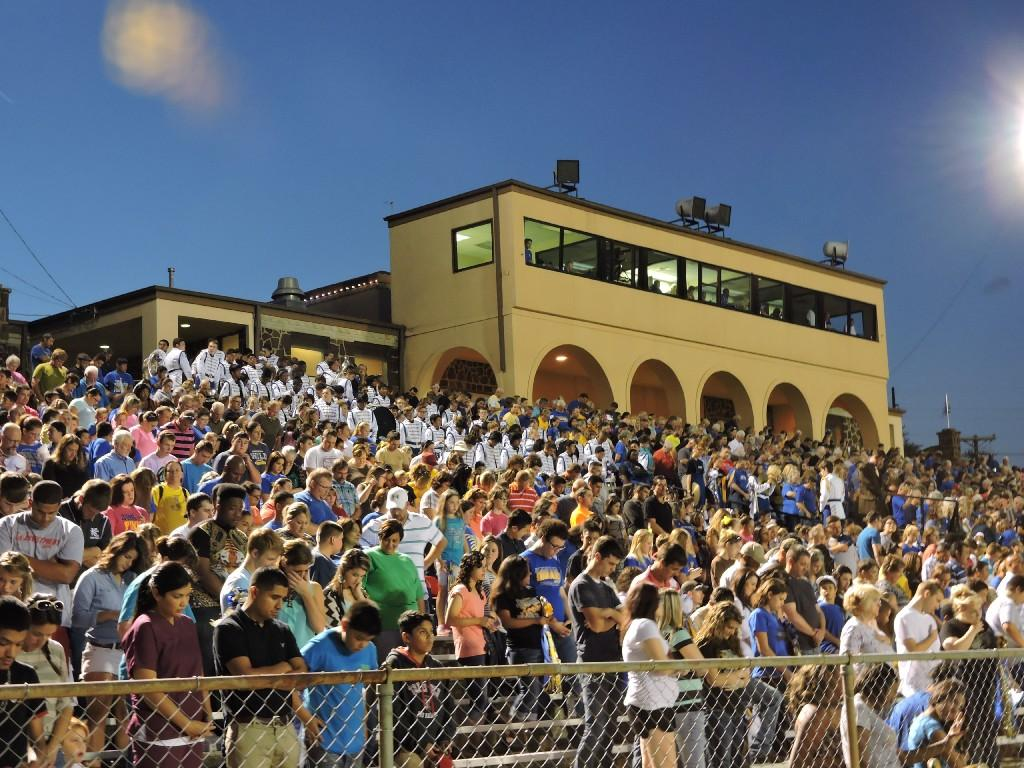home crowd at tomato bowl
