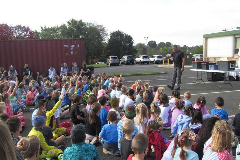 students watch the animal show