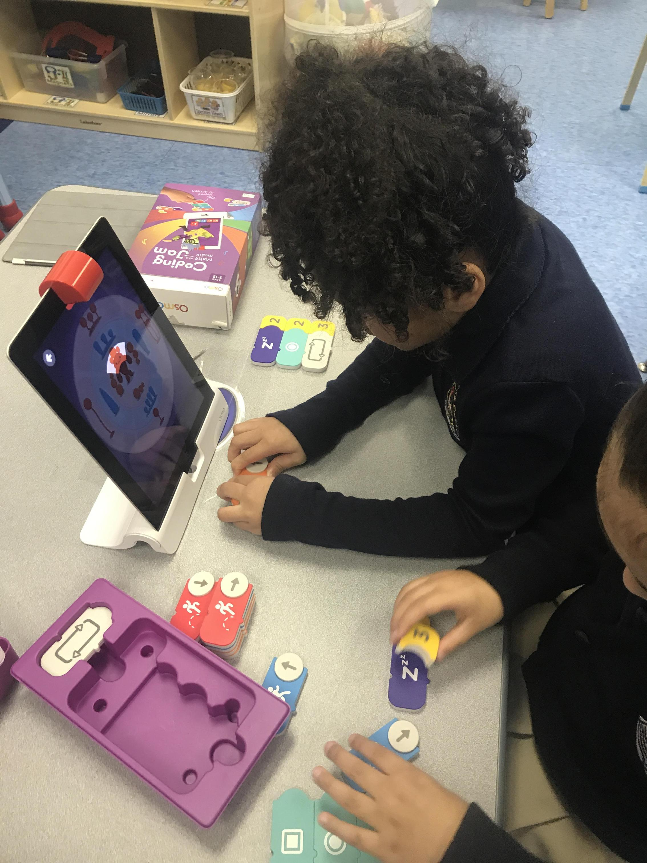 students coding using Osmo