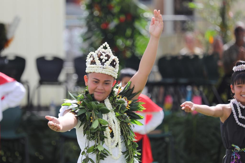 Queen dancing