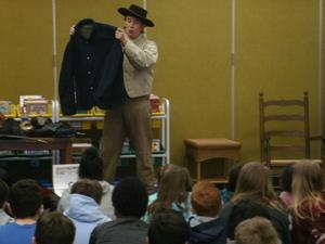 Hunter Kinley shares Civil War facts with 5th graders.