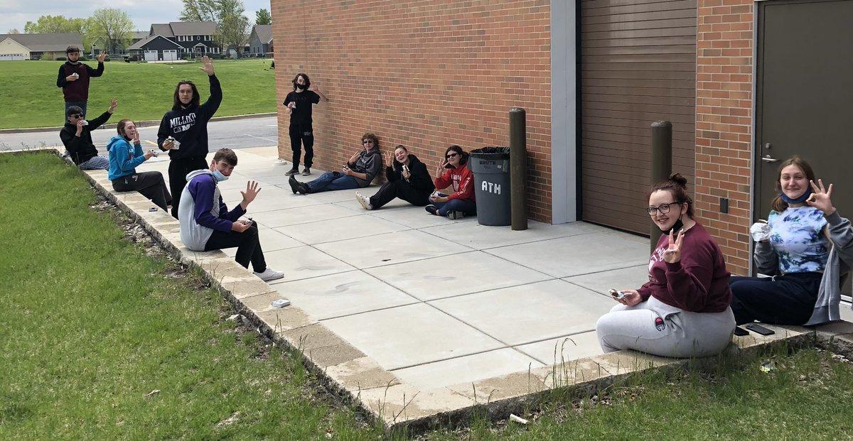 students outside eating icecream.