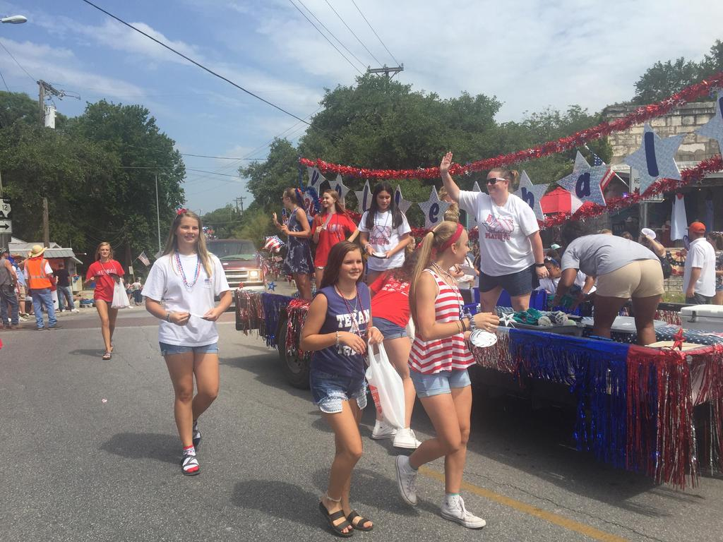 WHS Volleyball in 4th of July Parade