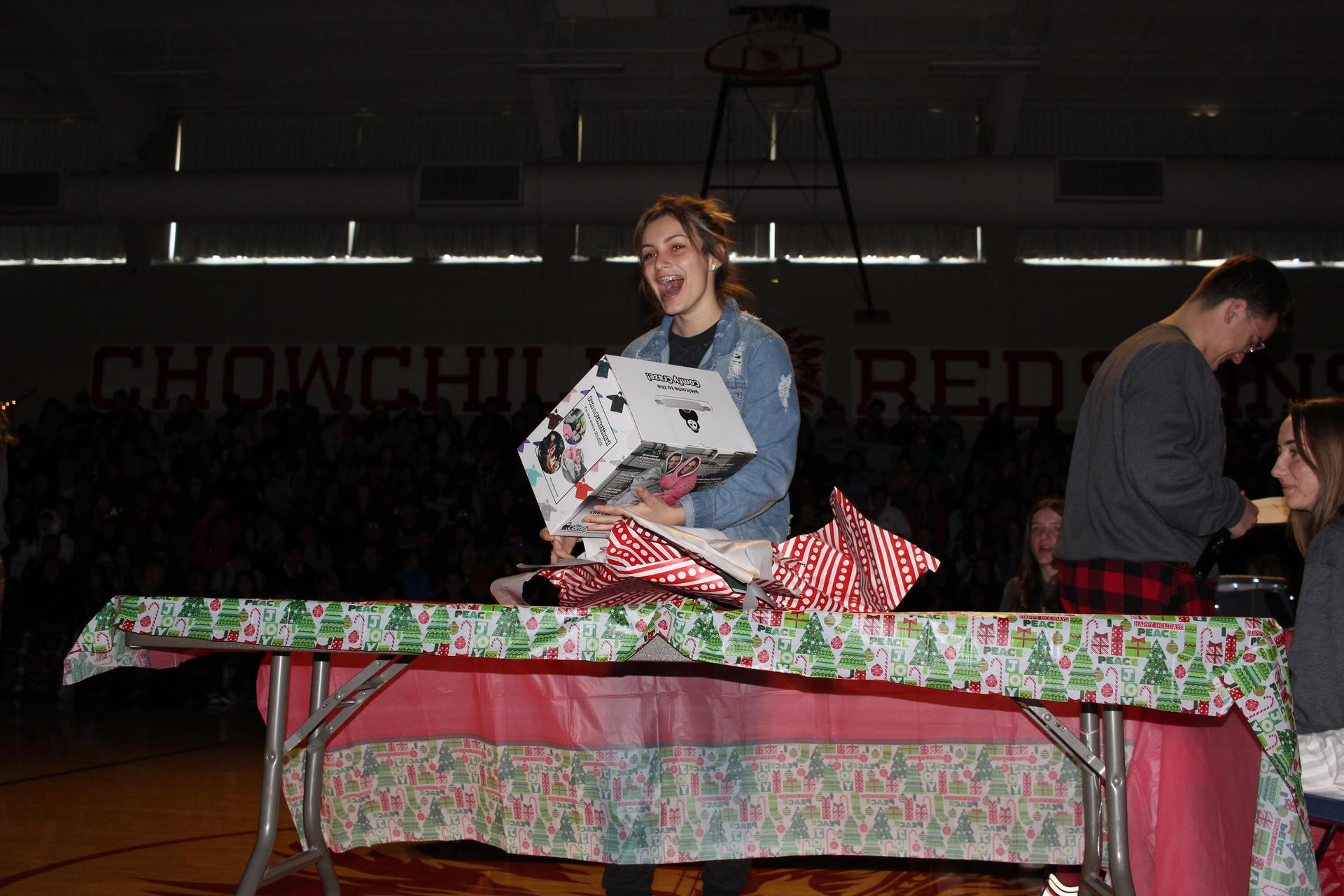 Kirsta Pitarre opening her gift