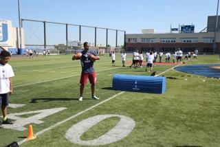 cruz throwing football