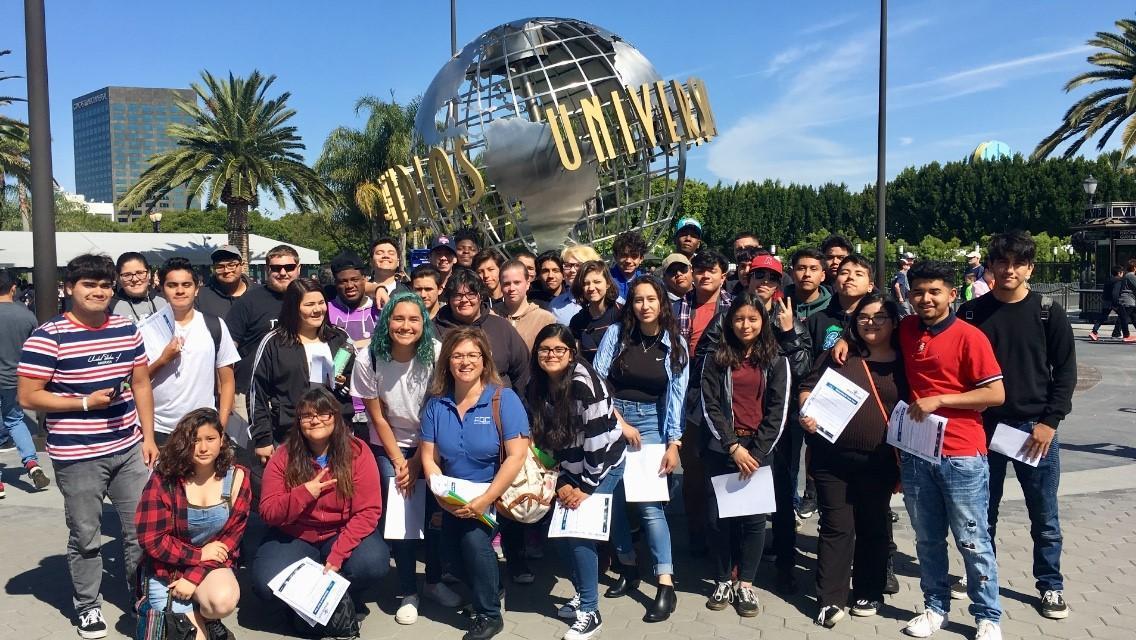 AM & PM students at Universal Studios