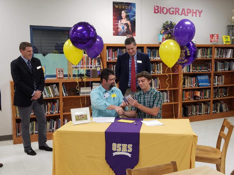 Oliver Springs High School student Taylor Phillips signing a work-based learning contract of study.