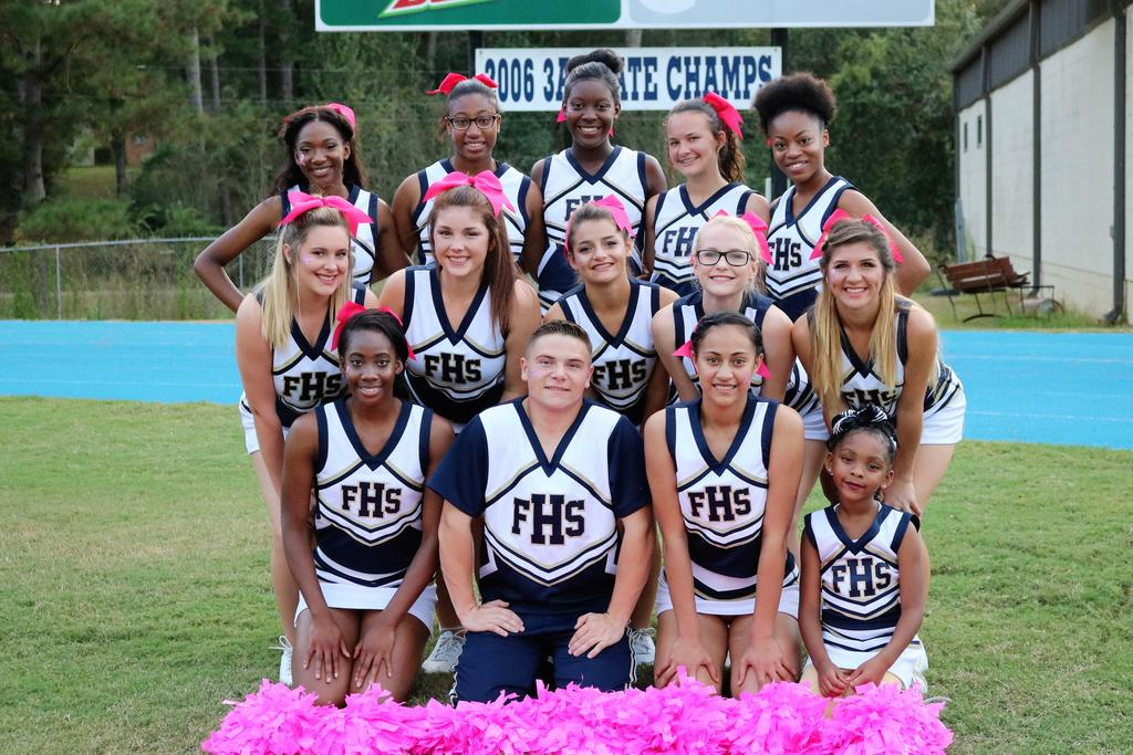 2017 high school cheerleaders posing for picture