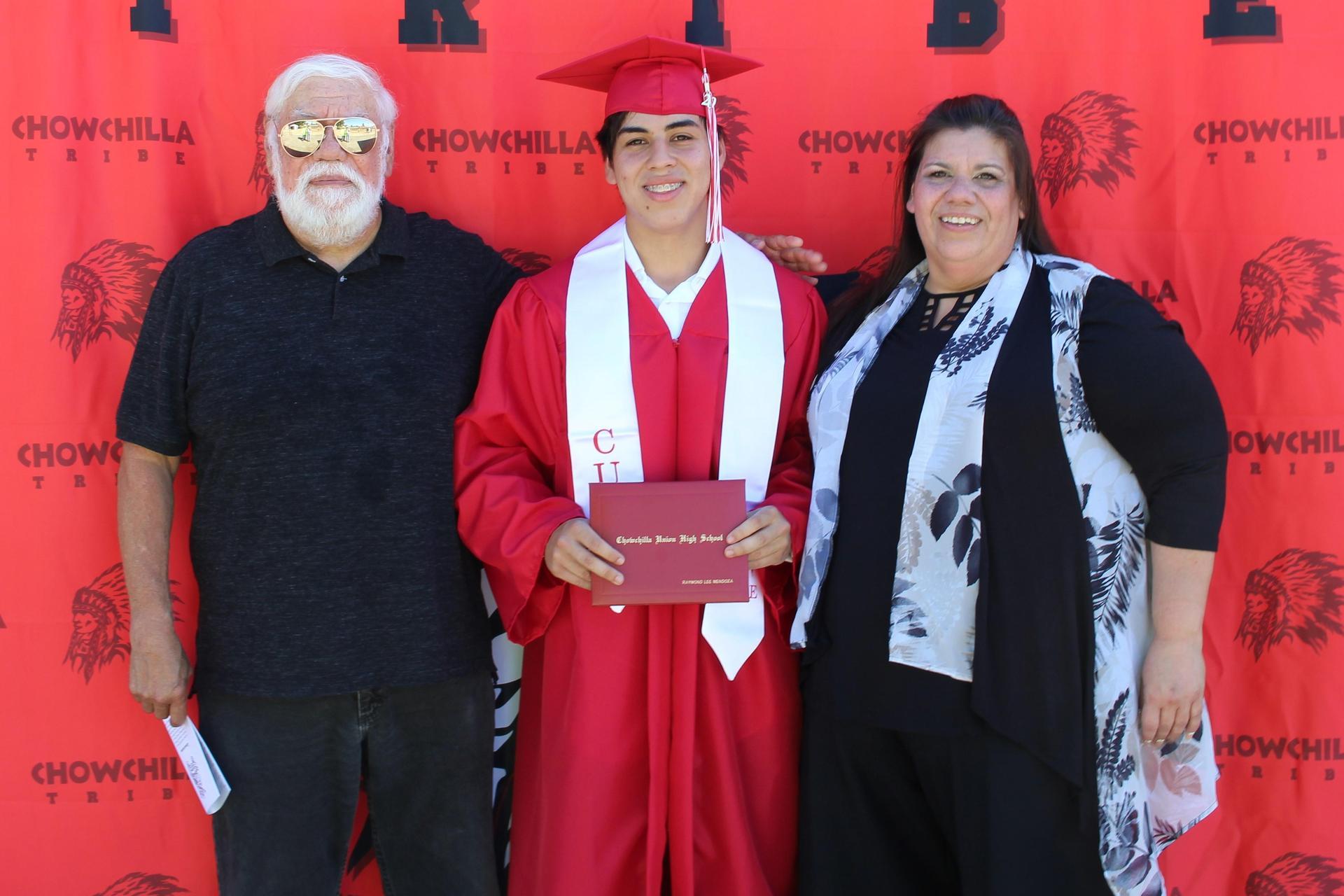 Raymond Mendoza and family