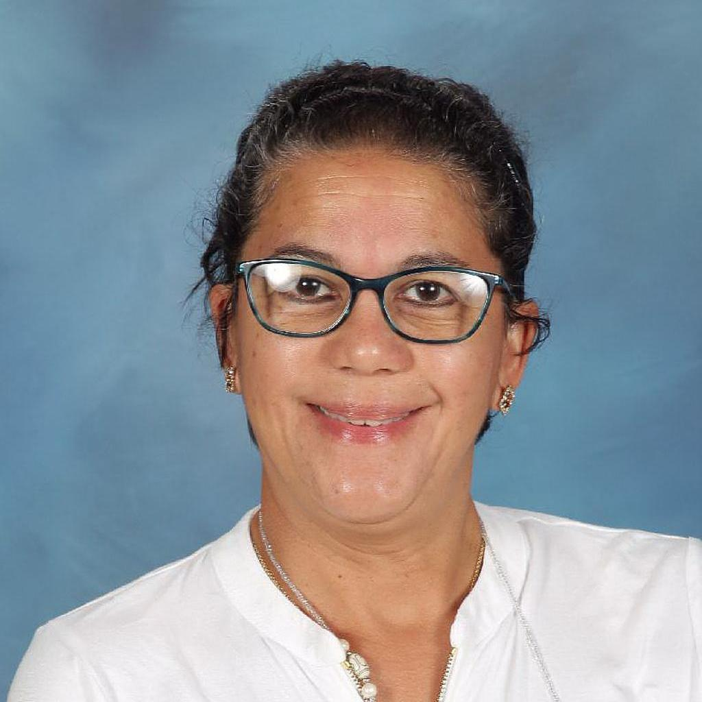 Elaine Reales's Profile Photo