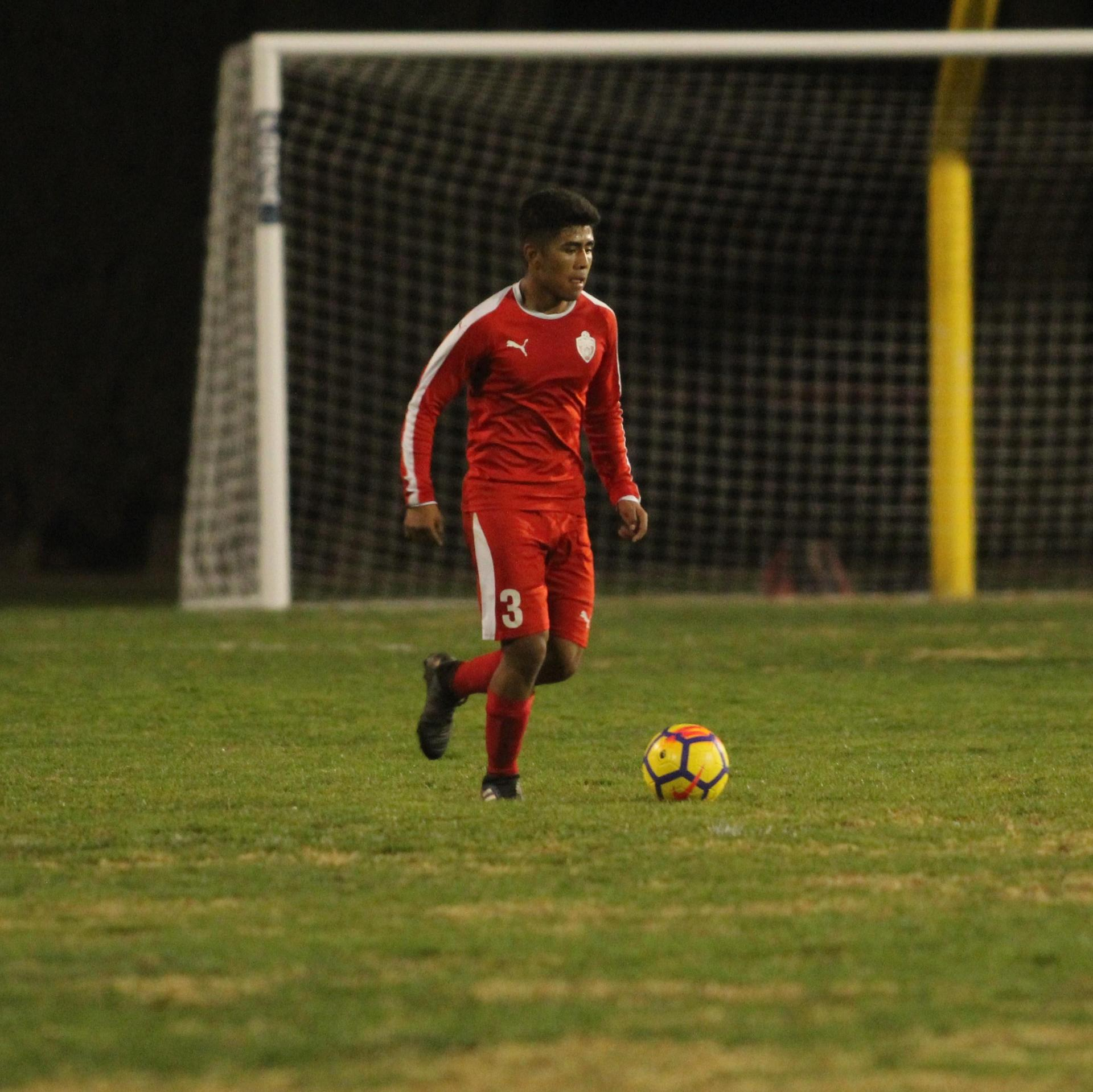 Alejandro Montes with the ball