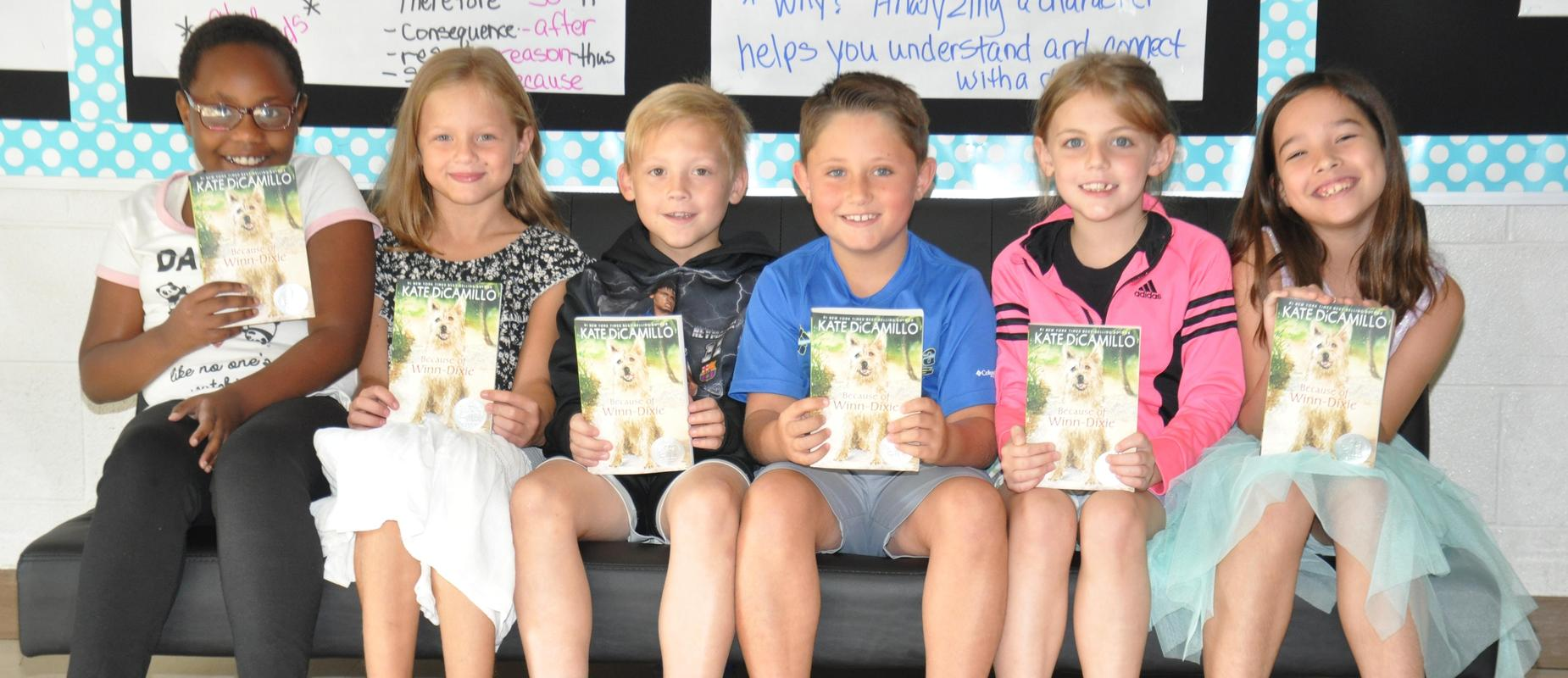 Euharlee Elementary receives books from the Kiwanis Club.