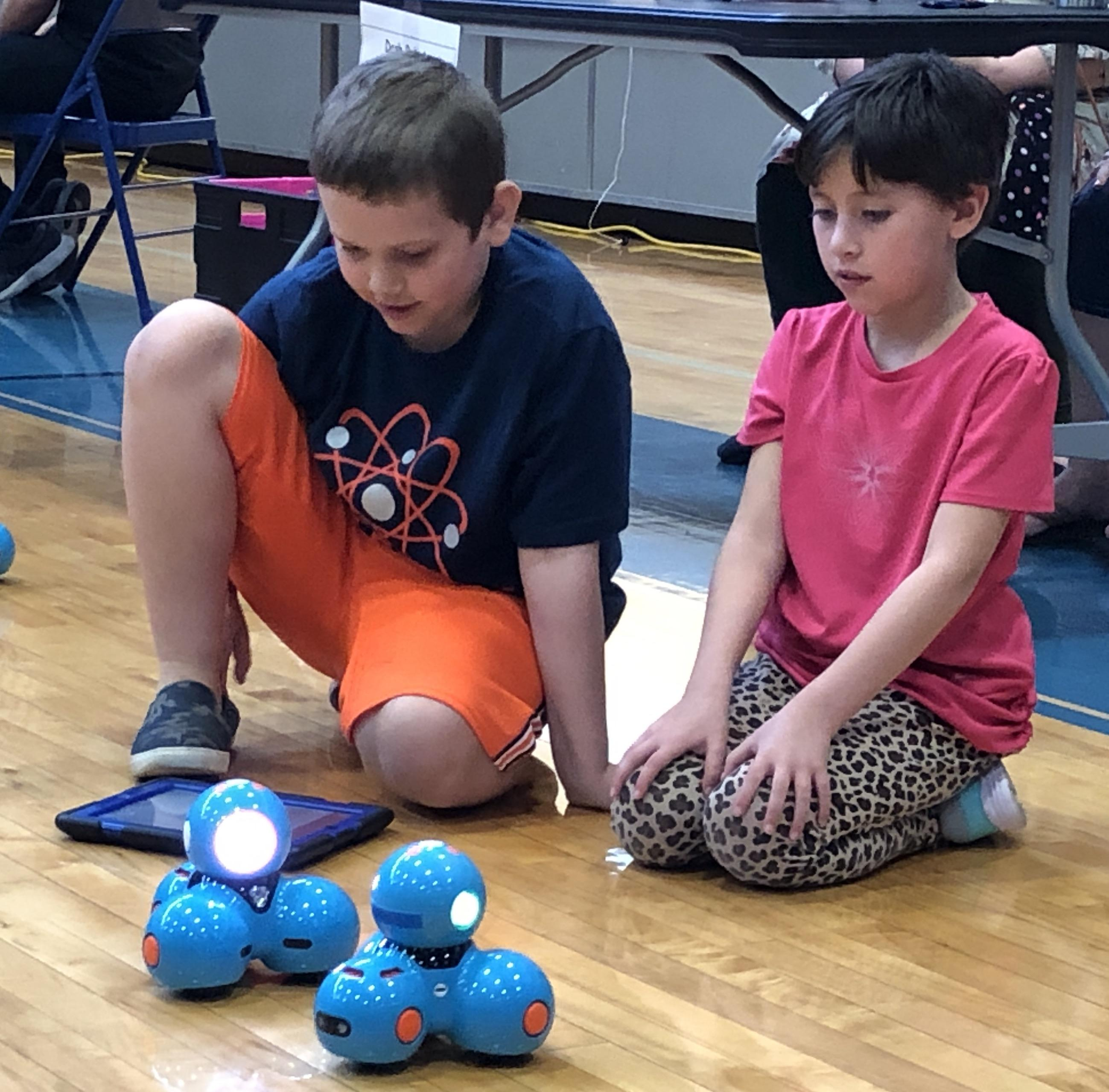 Kids use Dash robots to learn coding.