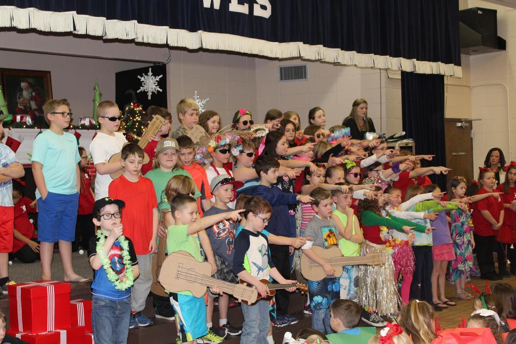 students perform Hawaiian Christmas