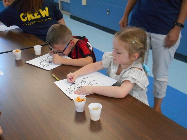 Alt Kindergarten students and sibling working together