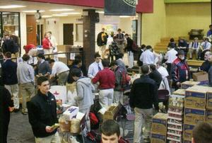 Food Basket 2010 crowd shot in Commons.jpg