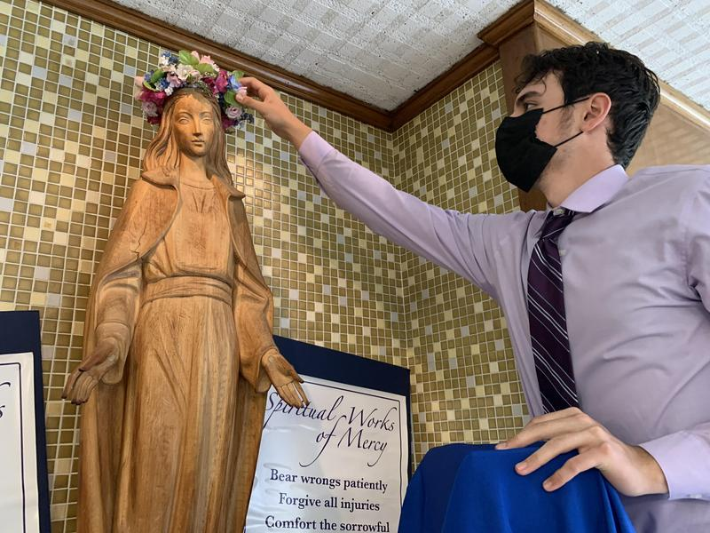Union Catholic Continues Tradition With The May Crowning of the Blessed Virgin Mary Thumbnail Image