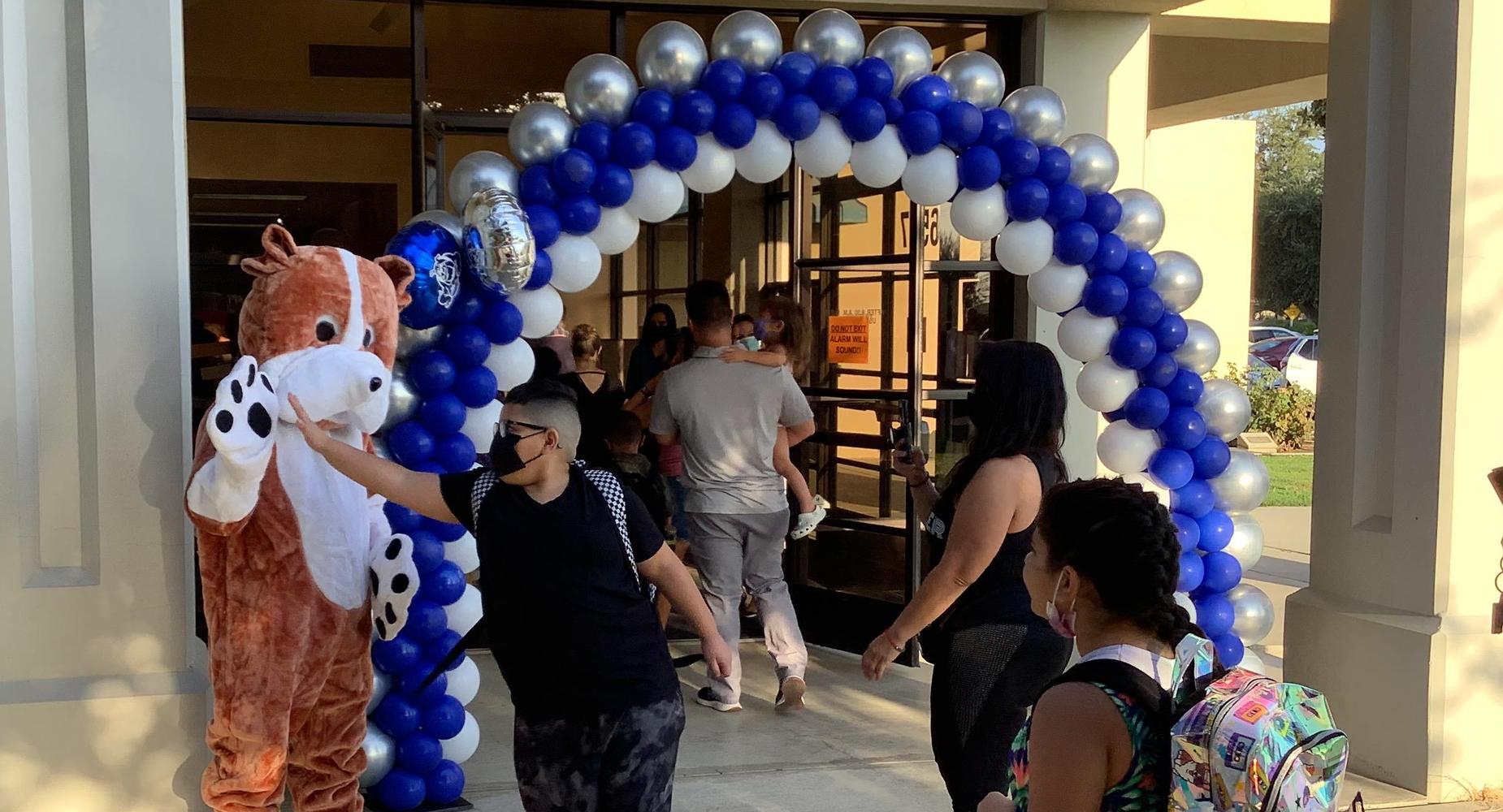 Bulldog High Fives as School Starts