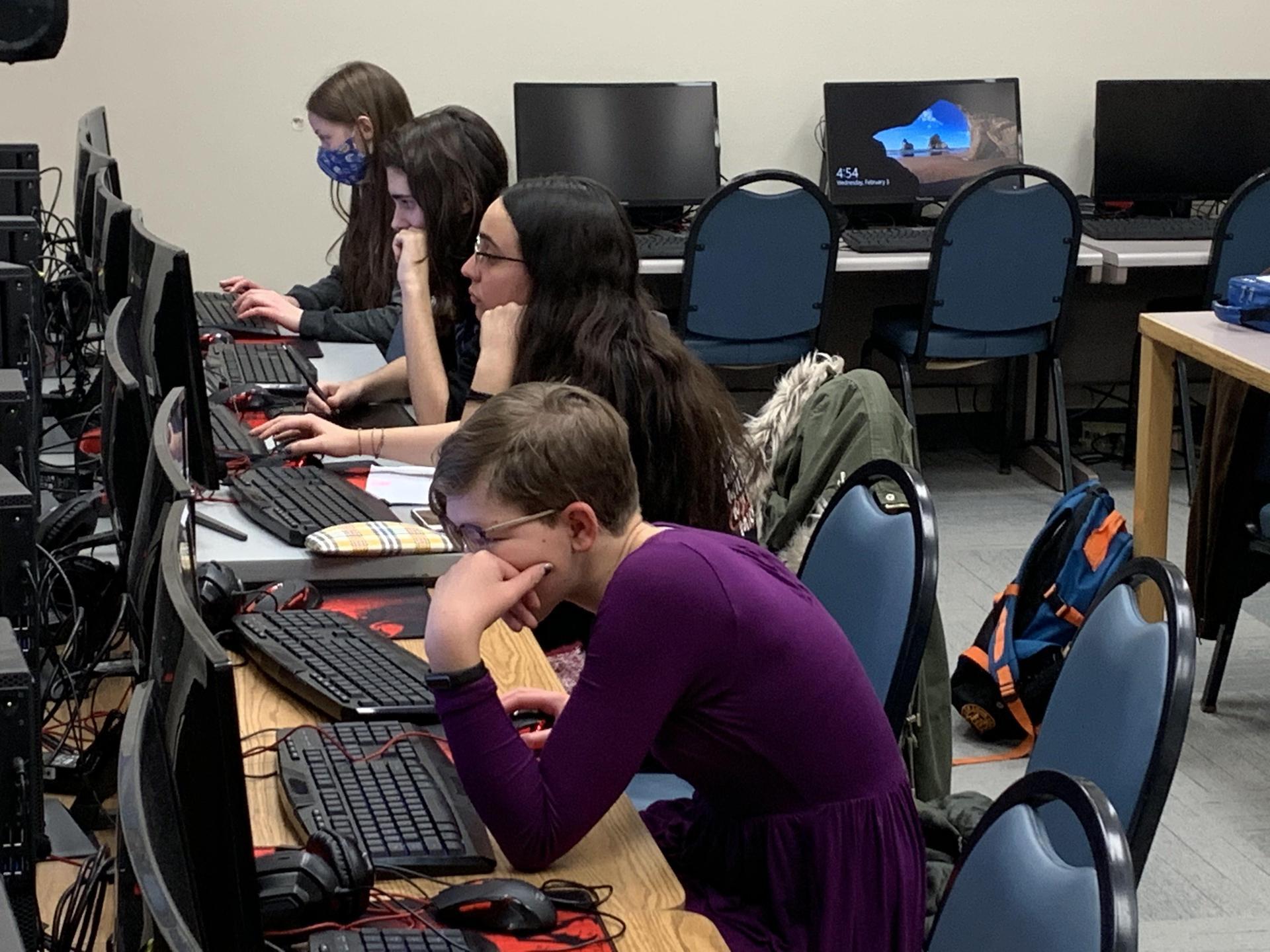 Qubit Queens - Dragons Who Code - CyberStart America