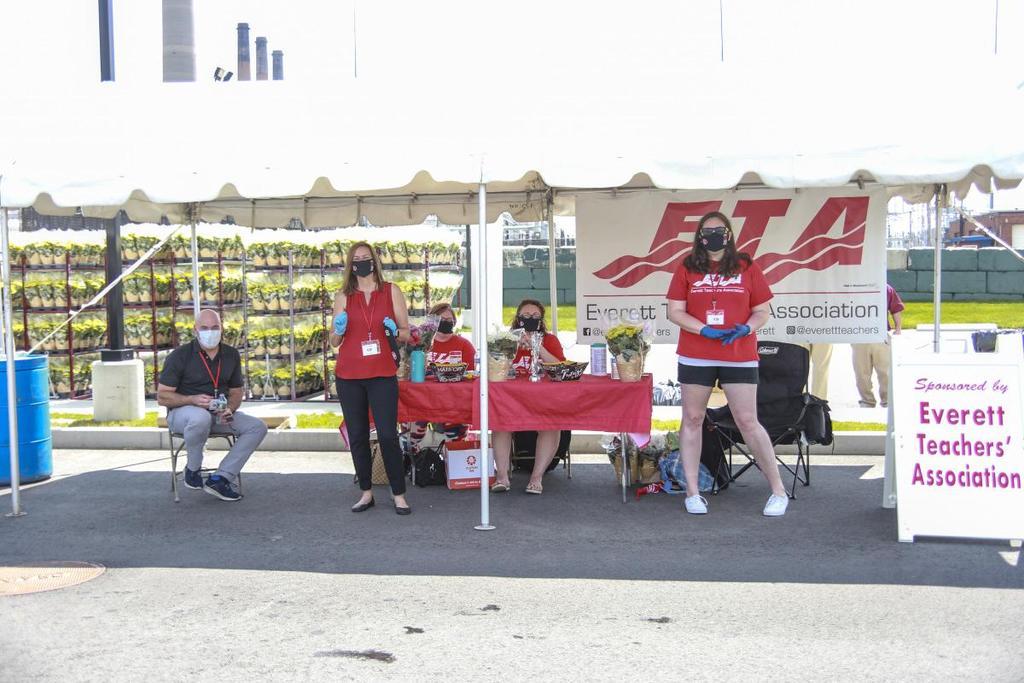 Volunteers from the Everett Teachers Association