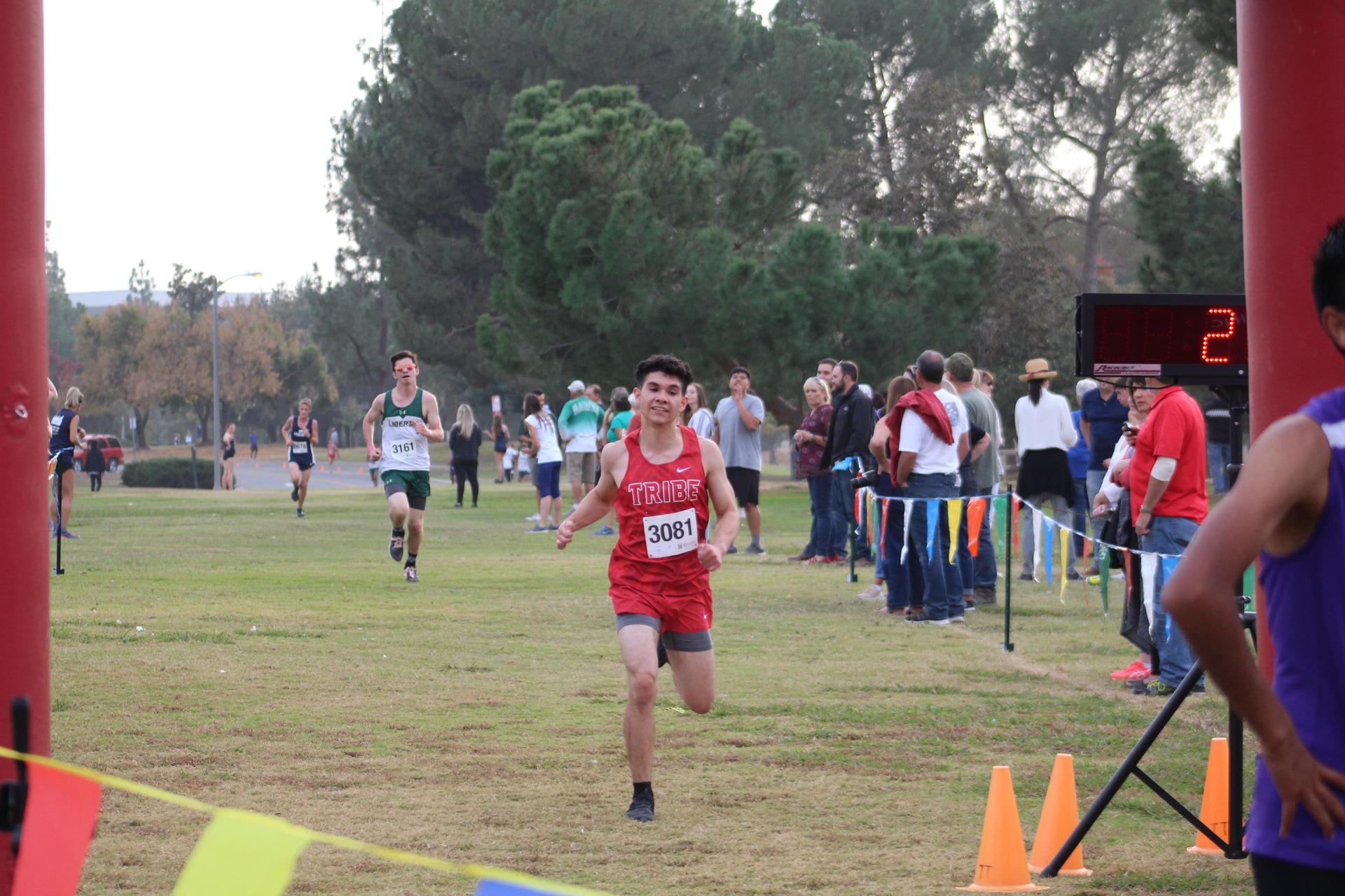 Alfredo Luna crossing the finish line