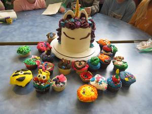 Lee 3rd graders made decorated cupcakes and a theme cake for their class.
