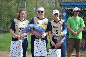 Pic of Softball seniors